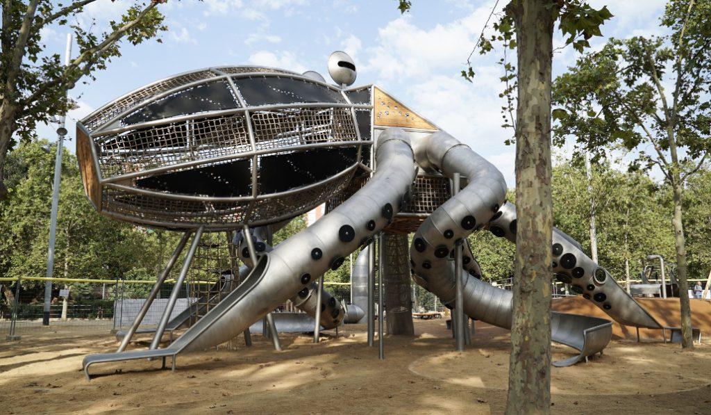 Este pulpo gigante es la nueva fuente de diversión en Barcelona
