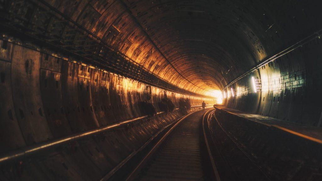 También habrá publicidad en los túneles del metro de Barcelona