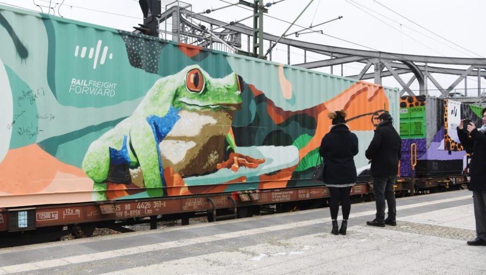 La obra de arte más larga del mundo llega a Barcelona sobre raíles