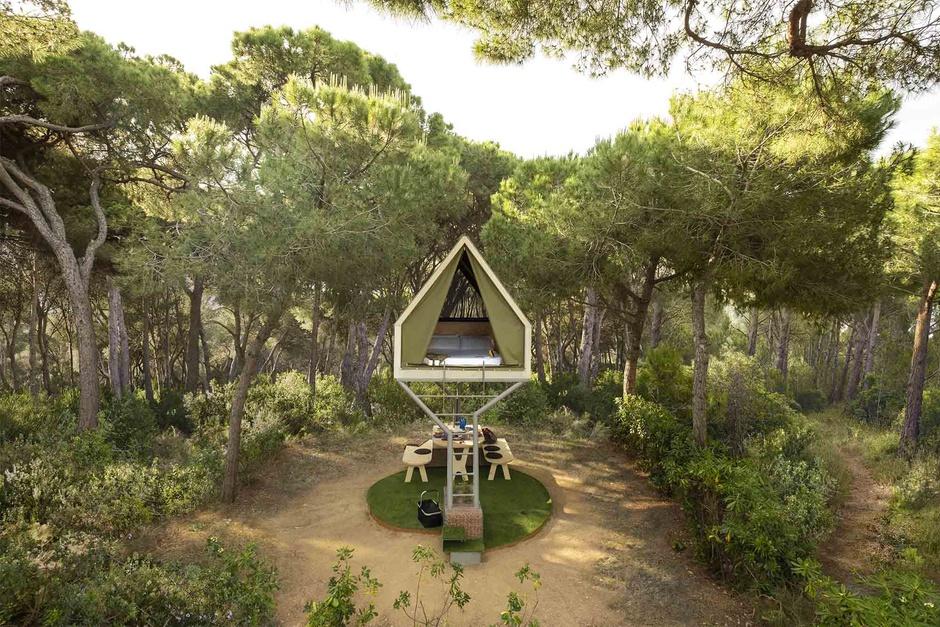 Simulan una cabaña en el árbol y están a solo 15 minutos de Barcelona