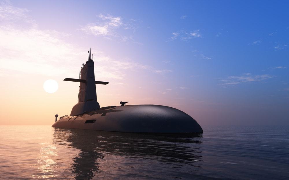 Un submarino hace aparición en las aguas de la Barceloneta