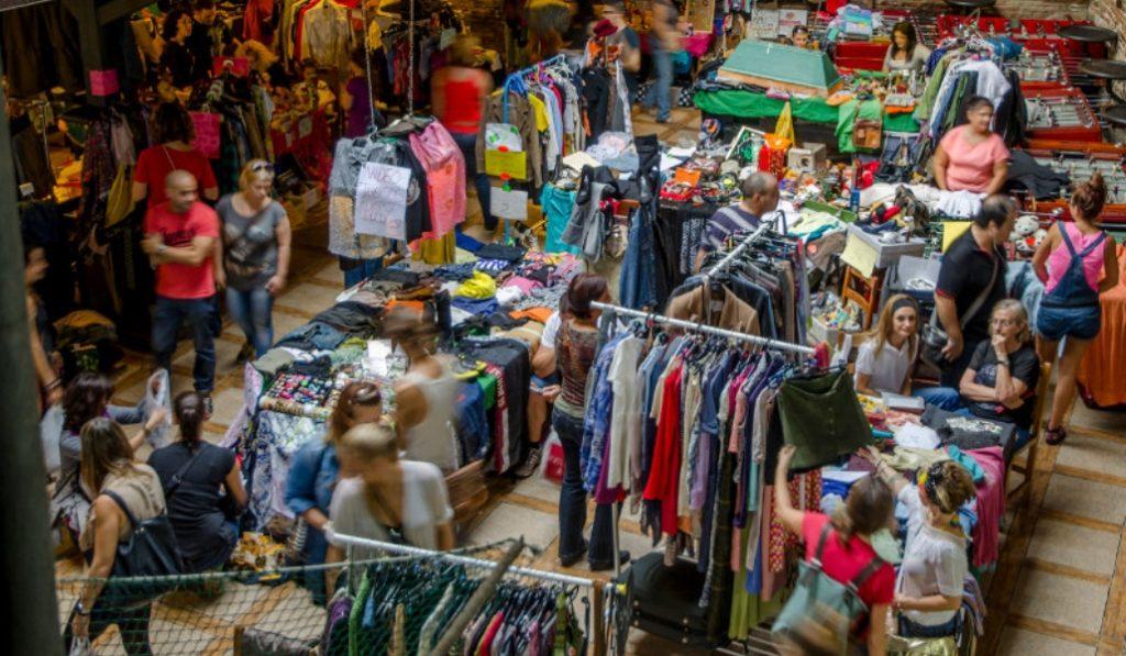 On the garage: el mercadillo de segunda mano de ropa, libros, arte y mucho más
