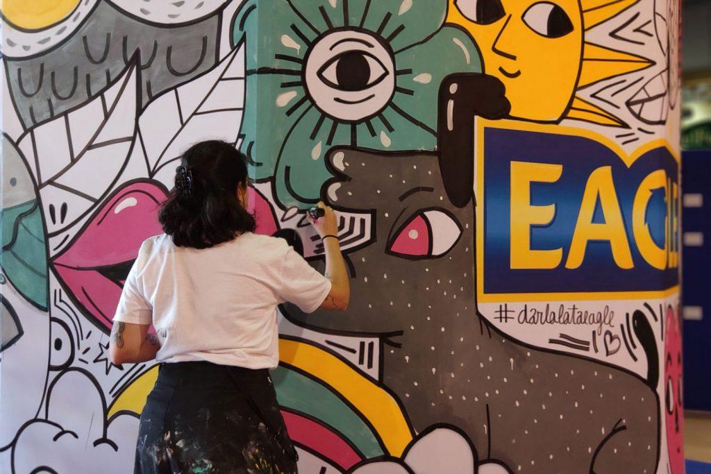 Eagle instaló una lata gigante diseñada por Amaia Arrazola en Barcelona