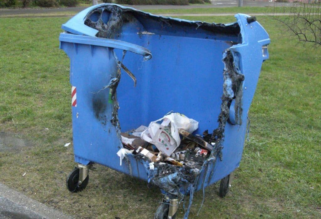 Los contenedores quemados se reciclarán para el belén de la Navidad del 2020