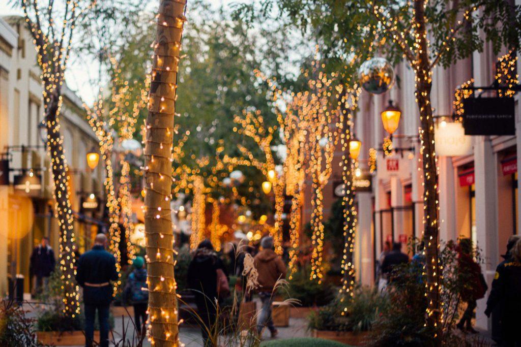 Convierte tus compras navideñas en un plan único en La Roca Village
