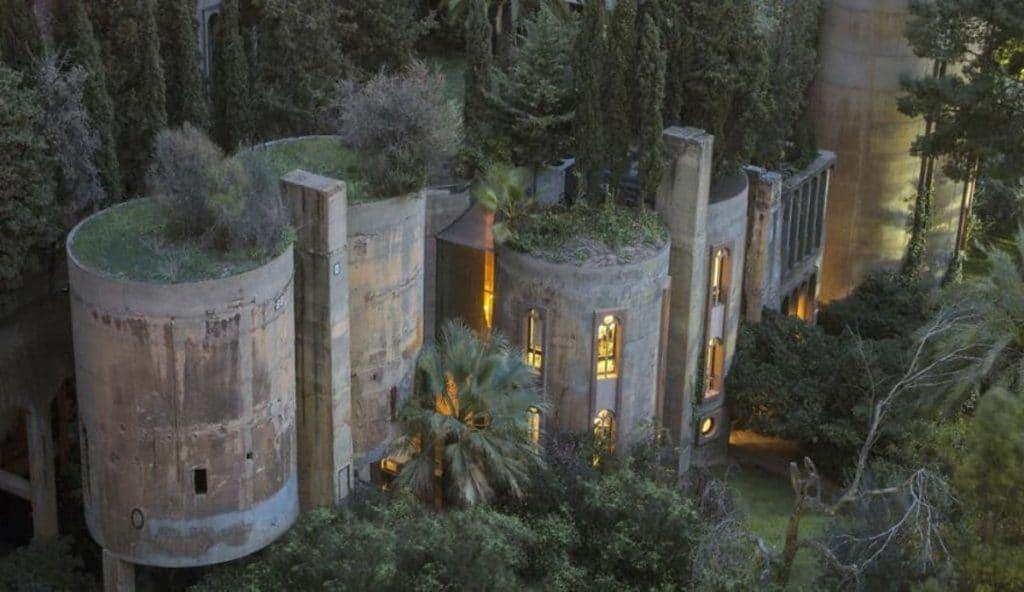 Así es la fábrica de cemento de Barcelona que Bofill transformó en un palacio