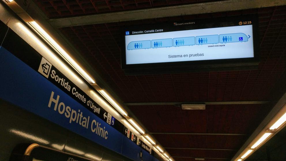 Nuevas pantallas en el metro de Barcelona para informar de la ocupación de los vagones