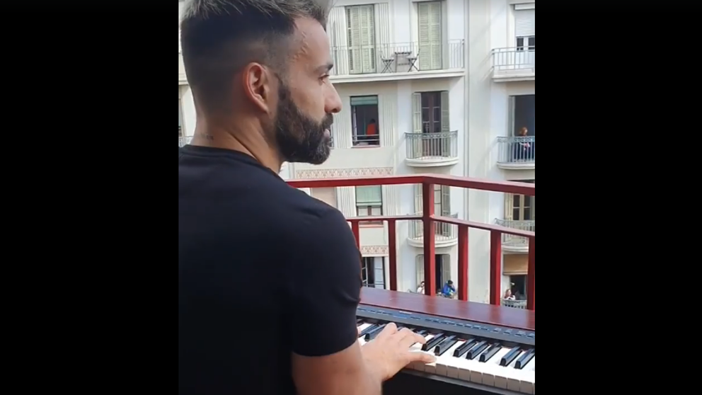 ¿Os acordáis de cuando se improvisaban conciertos desde los balcones de Barcelona?