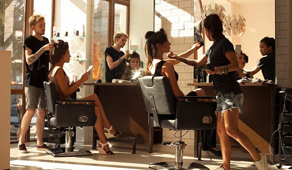 ¿Por qué las peluquerías siguen abiertas durante el estado de alarma?