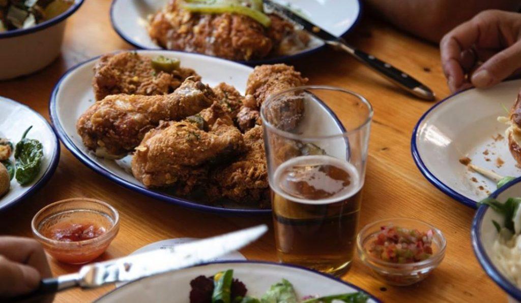 Dr. Beer & Mr. Fried, donde la cerveza y el pollo frito hacen 'match'