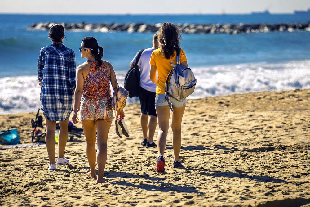 Así se han llenado hoy las playas tras la confusión de ayer