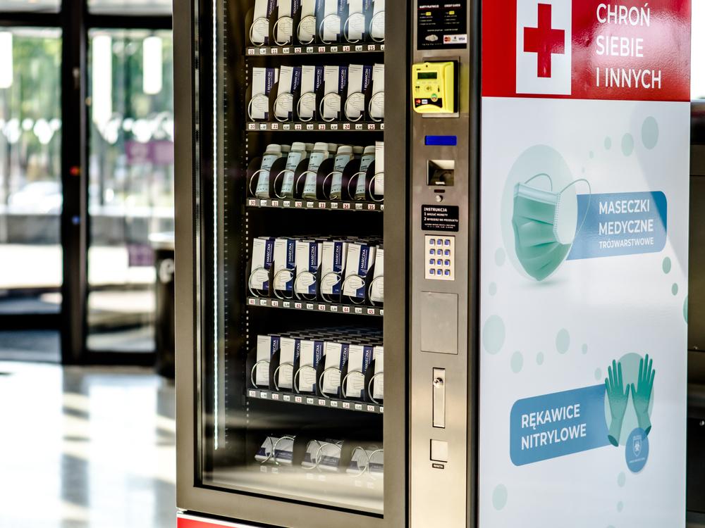 Barcelona empezará a vender mascarillas en máquinas expendedoras