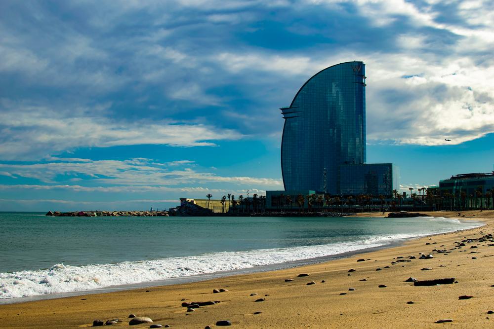 Barcelona abre desde hoy sus playas al deporte