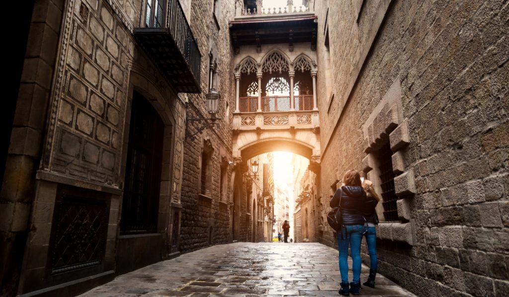 Así lucen las calles del centro de Barcelona sin turistas (por poco tiempo)