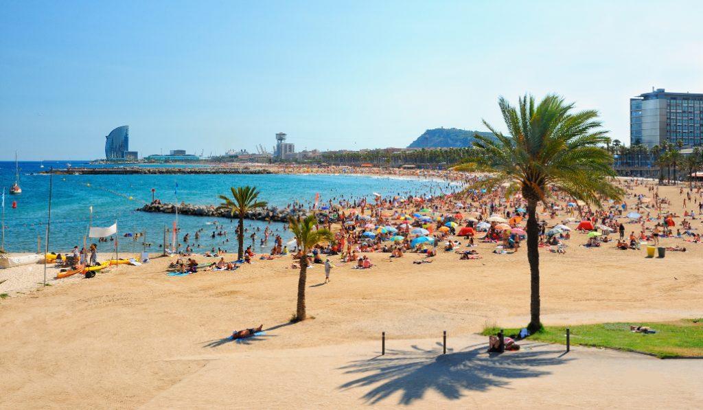 Barcelona volvió a cerrar ayer seis de sus playas