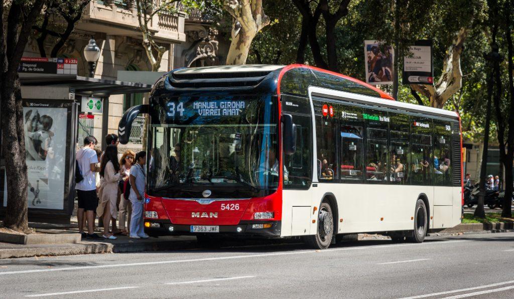 Los billetes de autobús de Barcelona se comprarán con el móvil