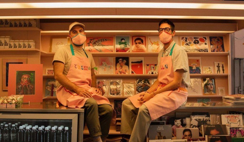 Dos jóvenes transforman un viejo kiosco de prensa en el primer kiosco queer
