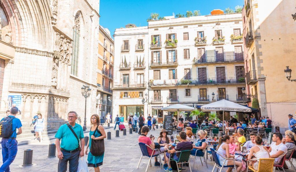 Los bares y restaurantes de Barcelona podrían abrir en 7 días