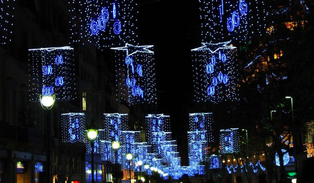 Las luces de Navidad ya se están instalando en Barcelona