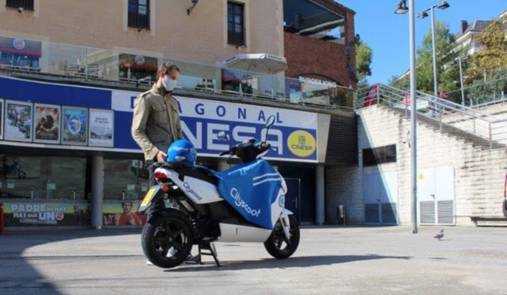 Estas motos compartidas de Barcelona esconden 300 entradas de cine gratis