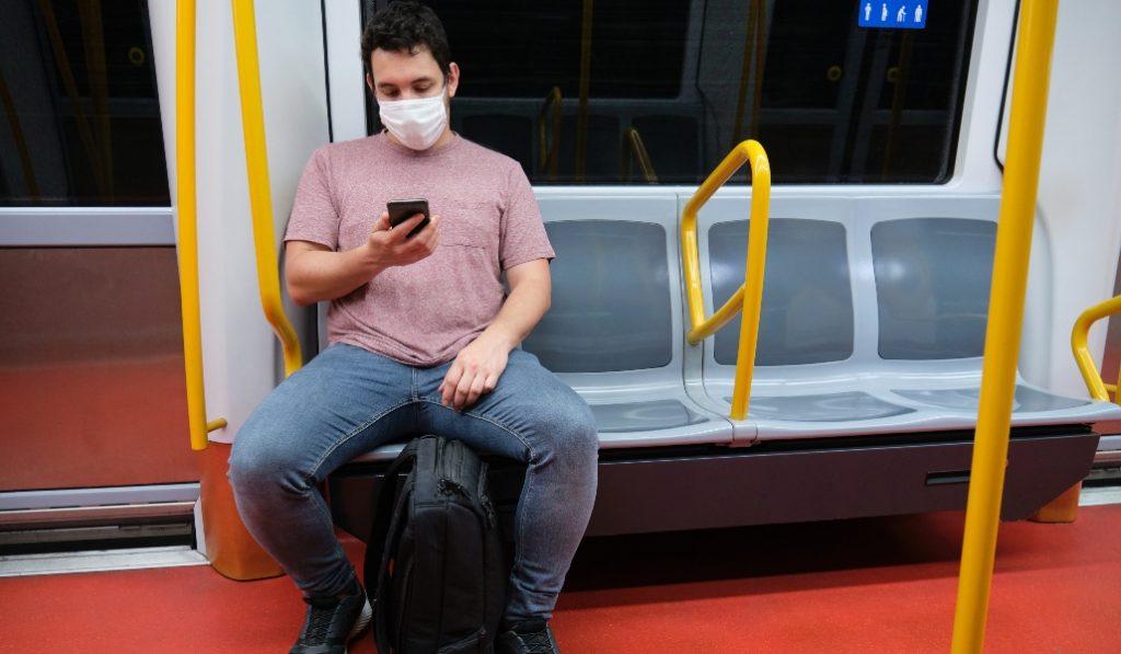 La Generalitat recomienda no hablar en el transporte público para evitar contagios