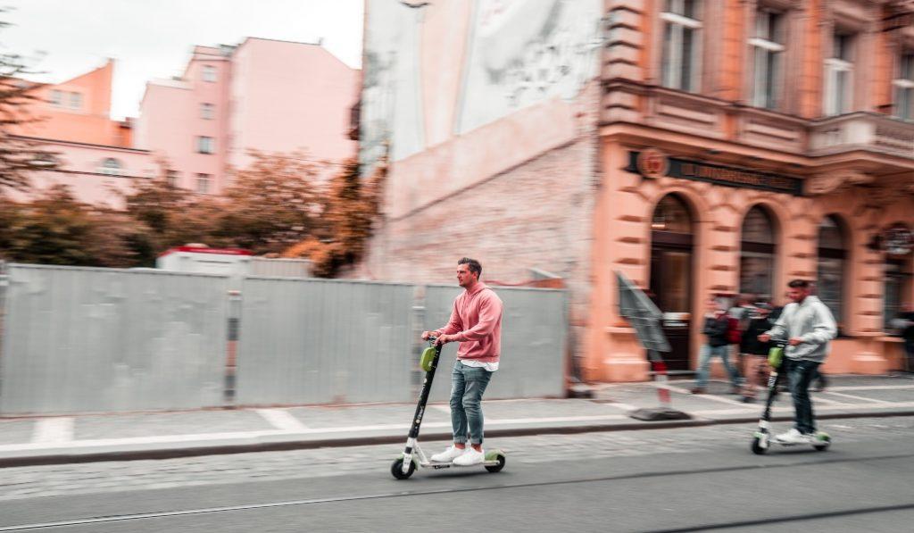 Los usuarios de patinetes eléctricos tendrán que disponer de un certificado de circulación