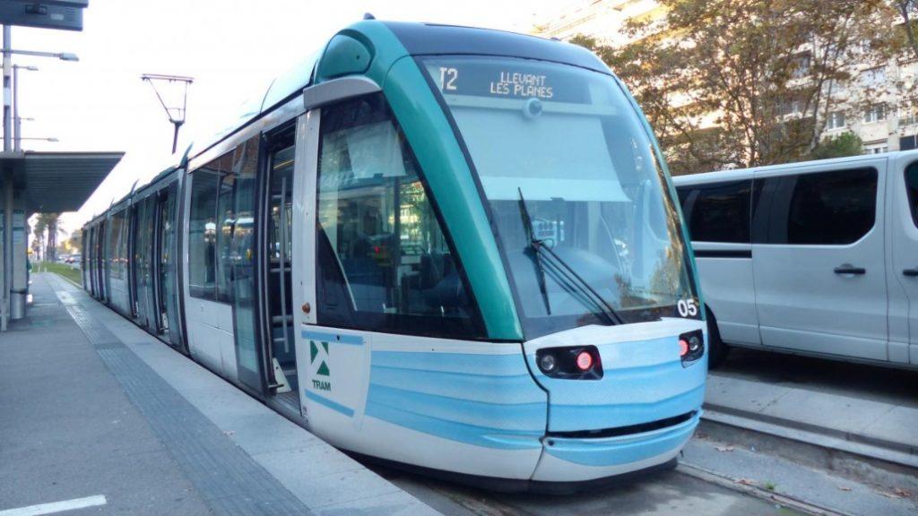 Se pone en circulación el primer tranvía con mascarilla de Barcelona