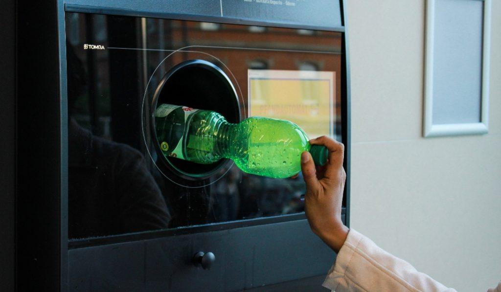 Llegan a Barcelona las primeras máquinas que premian el reciclaje