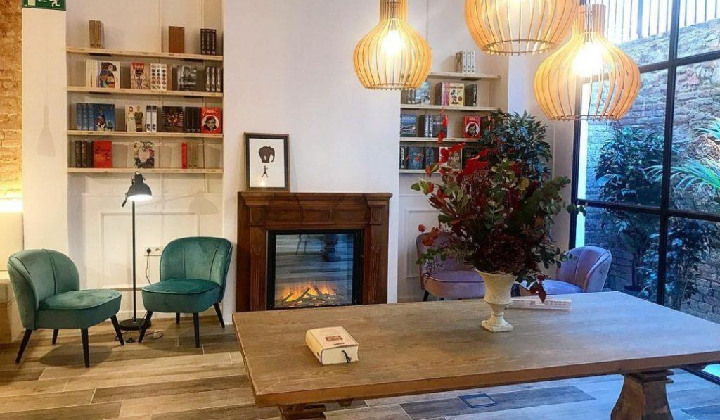 Abre en Sant Antoni una nueva librería con café y chimenea