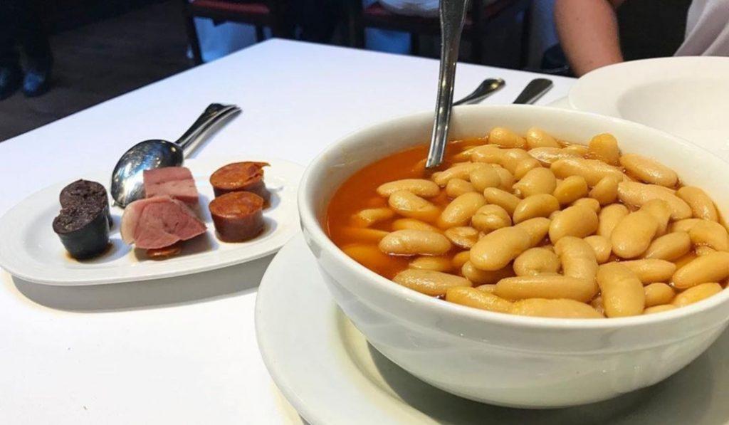 Llega a Barcelona la (probablemente) mejor fabada del mundo