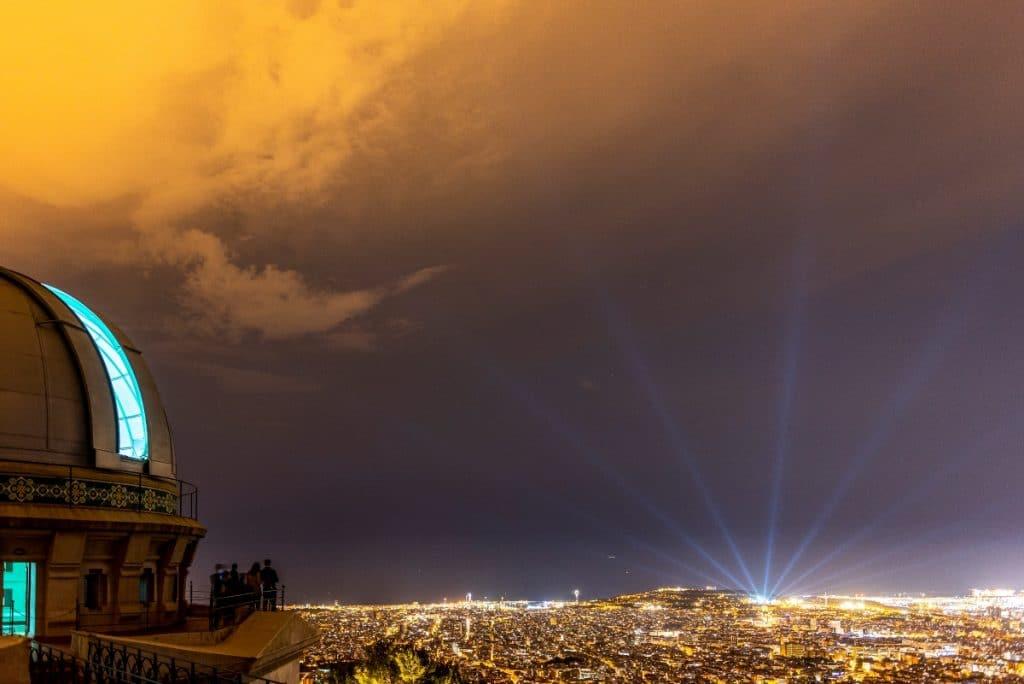 8 cenas con espectáculo para disfrutar en Barcelona