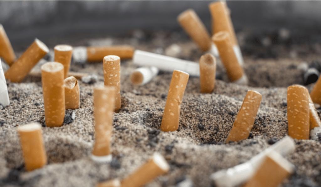 Barcelona prohibirá fumar en sus playas a partir de este sábado