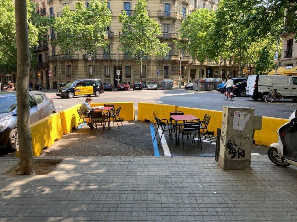 Barcelona eliminará los bloques de hormigón en las terrazas