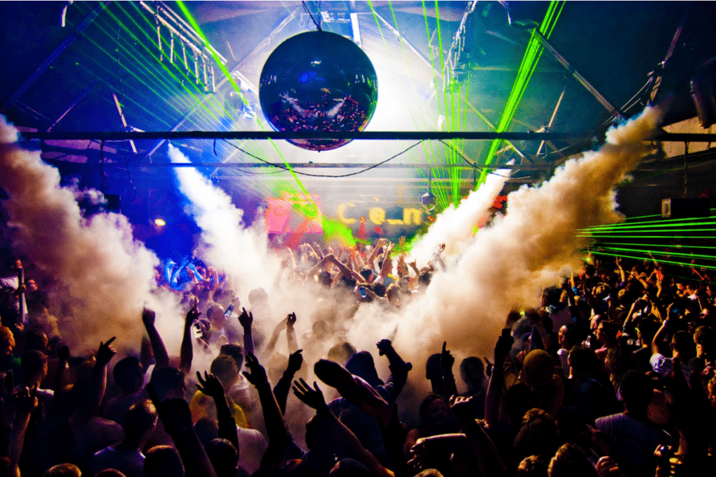 Barcelona reabrirá este jueves sus discotecas