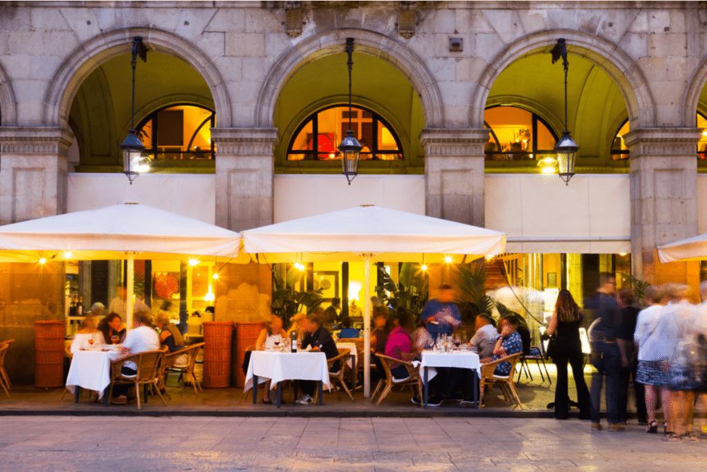 Bares y restaurantes permanecerán abiertos hasta la 1 de la madrugada