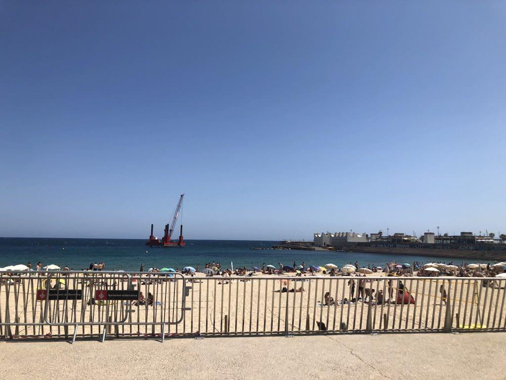Por fin sabemos para qué sirve la gran plataforma roja de la playa