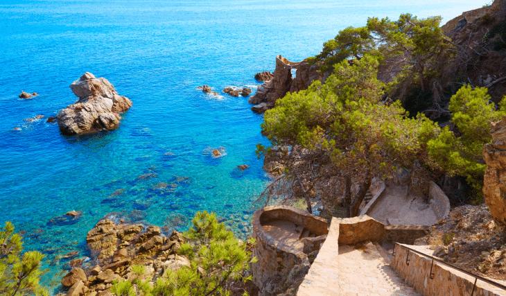 Camí de Ronda: el sendero de Historia y de aguas cristalinas que recorre la Costa Brava