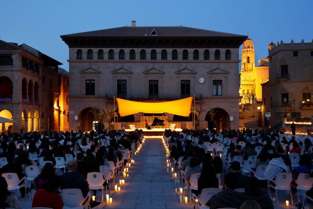 Los clásicos del jazz suenan bajo las velas en el Poble Espanyol