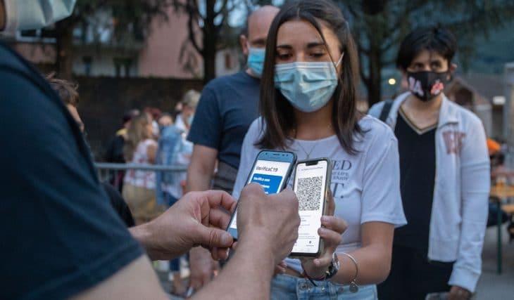 Catalunya planea pedir el pasaporte covid para entrar a restaurantes