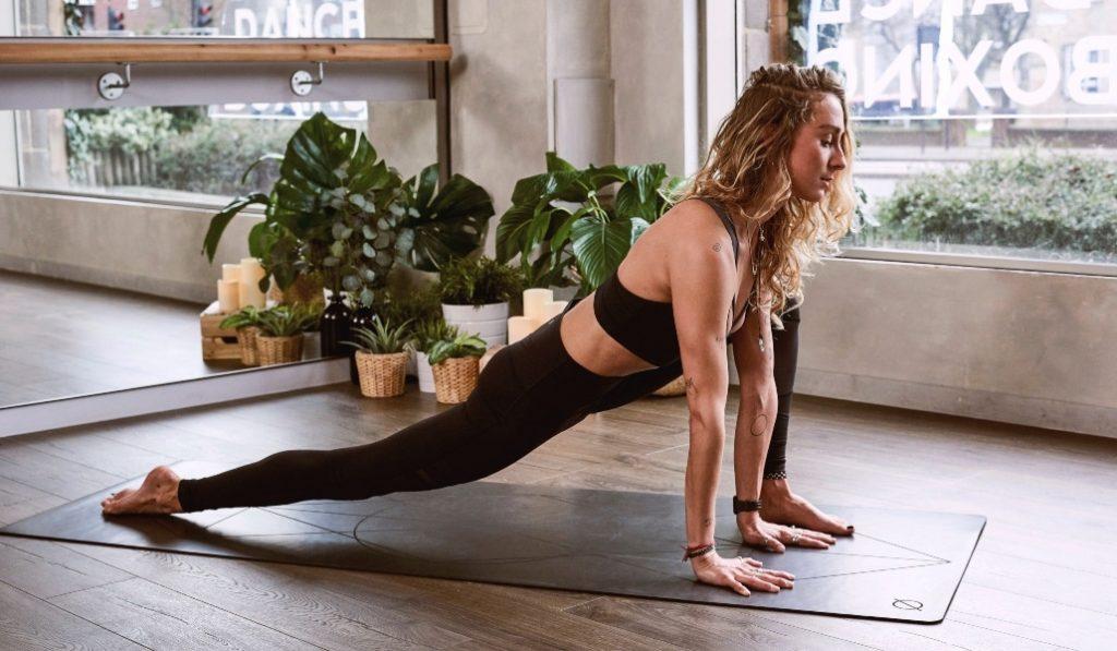 Yoga desde casa: practica la calma ante el coronavirus