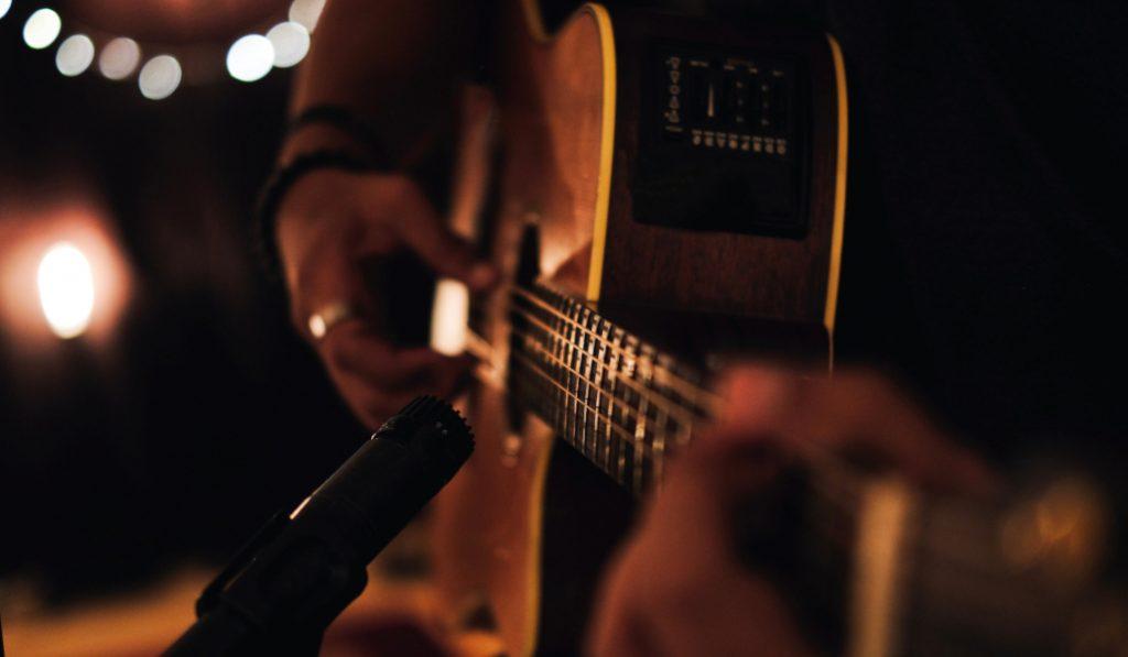 Disfruta de conciertos secretos gratuitos en streaming con Acqustic