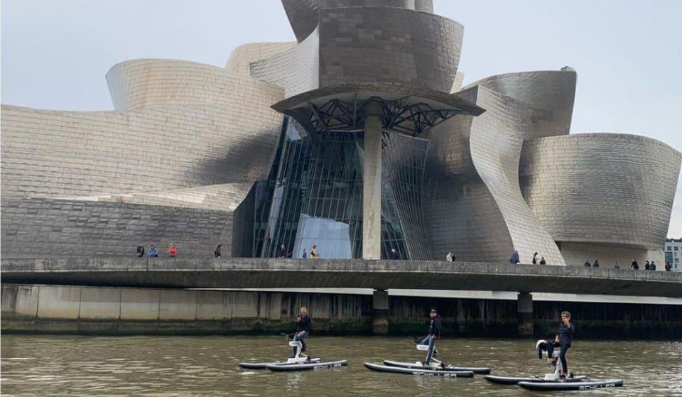 Paseos en bici acuática por la ría de Bilbao