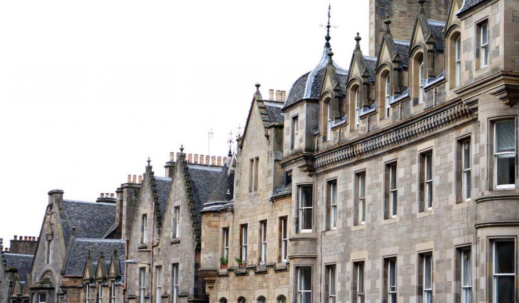 Pasea por las calles con más magia de Edimburgo con este tour desde casa