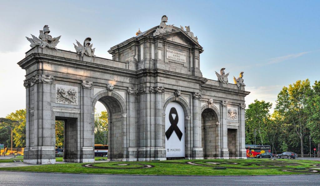 Hoy comienzan los 10 días de luto oficial por las víctimas del coronavirus