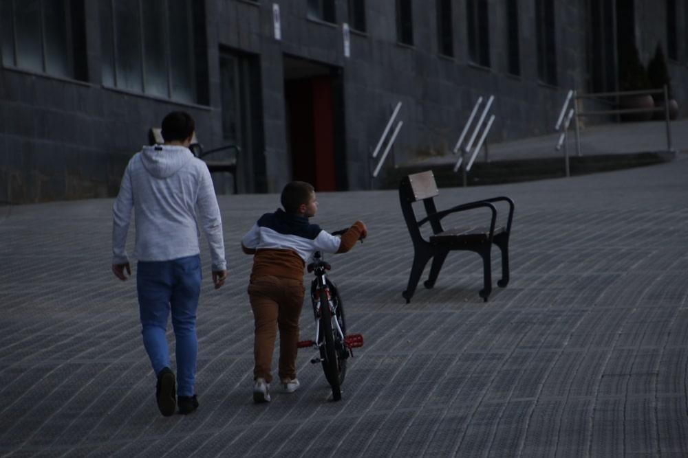 Euskadi permite desde este lunes los paseos en familia y de más de un kilómetro