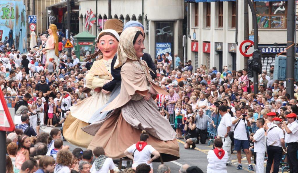 Las actividades culturales y festivas volverán en junio a Euskadi