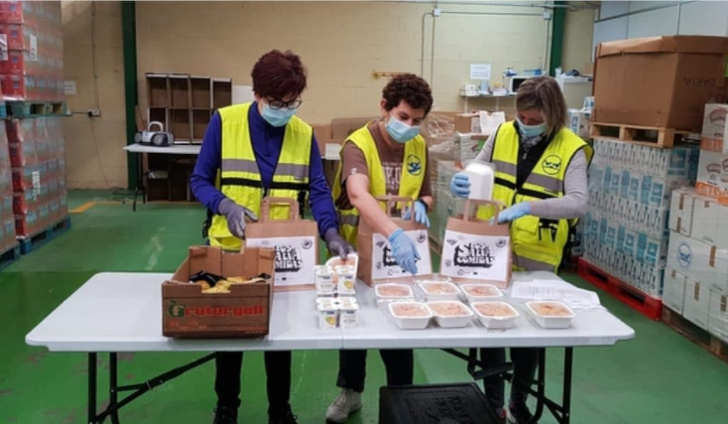 «Los Salvacomidas» dicen adiós tras repartir 1.200 comidas diarias en Euskadi
