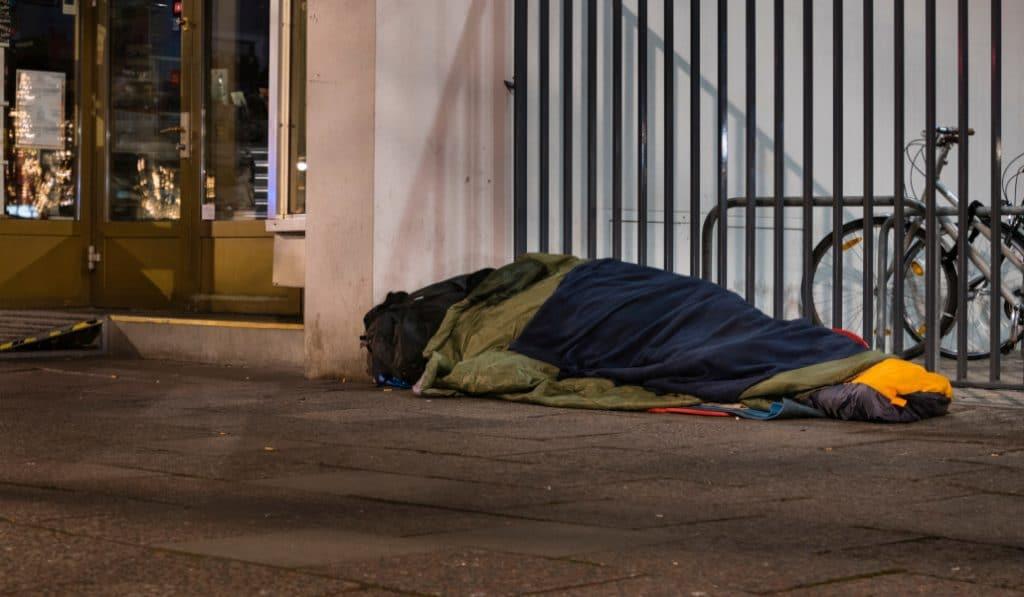 Bilbao facilita el empadronamiento a las personas sintecho que acogió en el confinamiento