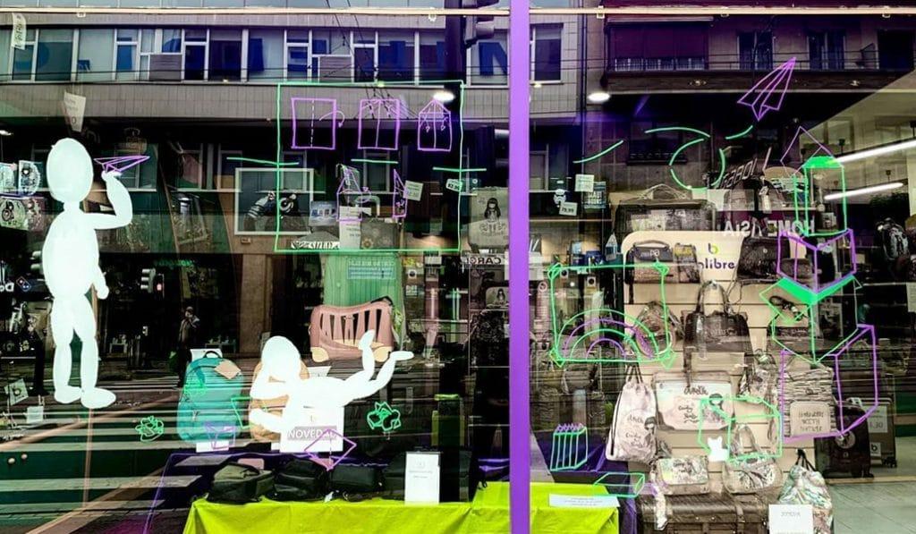 Escaparates con arte para fomentar el comercio local en Bilbao