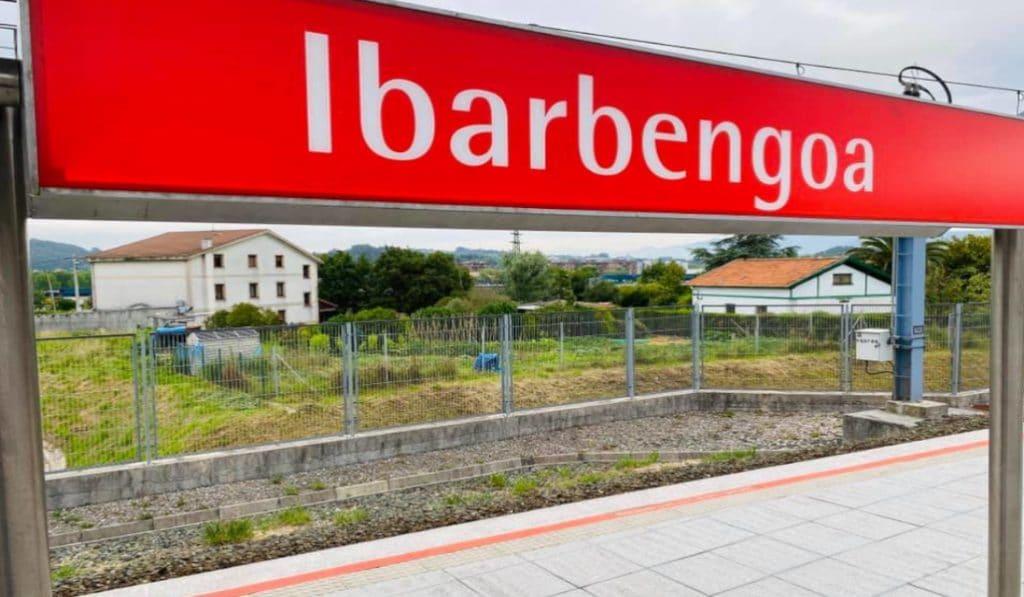 El metro para en la estación fantasma de Ibarbengoa tras 8 años de espera